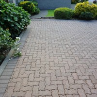 paving stone driveway after power washed