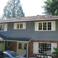 house exterior washed in North Vancouver and roof cleaned