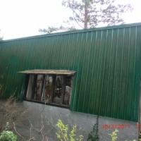 BEFORE - dirty metal siding in West Vancouver